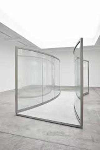 Dan Graham – Passage intime (2015), Two-way mirror, stainless steel (230 x 514 x 270 cm), n° 17007 – Artist's brokerage & Marian Goodman Gallery