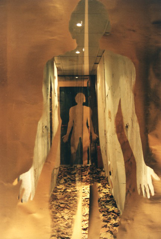 Bernard Gast – Le Couloir de Sensations / The Corridor of sensations (1995), Installation (transparent foils, spoons, leaves from Paris, trees paint, charcoal, sound tape and sound sensors) (0,90 x 2,10 x 3 m) ©Adagp